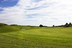 Terrain de golf dans Belek Herbe verte sur la zone Ciel bleu, ensoleillé Photo stock