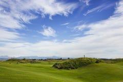 Terrain de golf dans Belek Herbe verte sur la zone Ciel bleu, ensoleillé Image stock