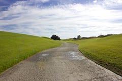 Terrain de golf dans Belek Herbe verte sur la zone Longue route Images libres de droits