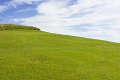 Terrain de golf dans Belek Herbe verte sur un champ Ciel bleu, DA ensoleillé Images stock