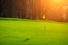 Terrain de golf dans la campagne Images stock