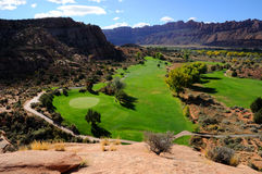 Terrain de golf de désert images stock