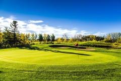 Terrain de golf en automne Images libres de droits