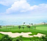 Terrain de golf et mer Image stock