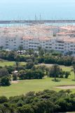 Terrain de golf et port d'Almerimar en Espagne Image stock
