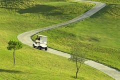 Terrain de golf pendant le lever de soleil Image libre de droits