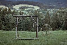Terrain de jeu abandonné, solitude et nostalgie Photos stock