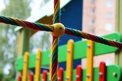 Terrain de jeu coloré pour des enfants, extérieur Images libres de droits
