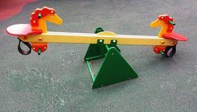Terrain de jeu coloré sur la cour Images stock