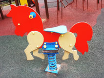Terrain de jeu coloré sur la cour Photo libre de droits