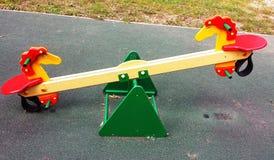 Terrain de jeu coloré sur la cour Images libres de droits