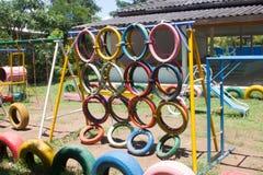 Terrain de jeu d'enfants dehors Images libres de droits