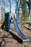Terrain de jeu d'enfants en parc Photographie stock