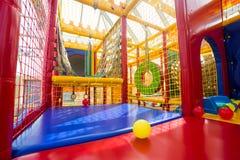 Terrain de jeu d'intérieur pour des enfants Images libres de droits