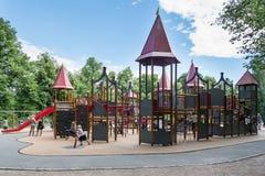 Terrain de jeu en parc de Frogner à Oslo Photo stock