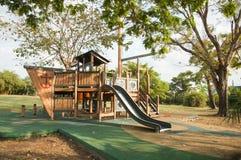 Terrain de jeu extérieur en parc Photos libres de droits