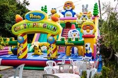 Terrain de jeu gonflable au jour d'été - Turquie Image stock