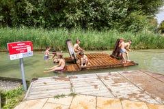 Terrain de jeu de l'eau de Donauinsel pour des enfants sur l'?le de Danube Secteur de Donaustadt, Vienne, Autriche images stock