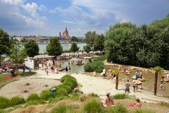 Terrain de jeu de l'eau pour des enfants Île de Danube, Vienne, Autriche image libre de droits