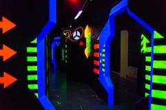 Terrain de jeu moderne d'étiquette de laser images stock