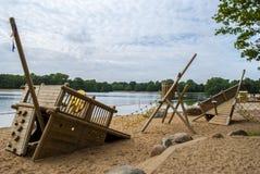 Terrain de jeu par l'eau Photographie stock libre de droits