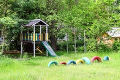 Terrain de jeu près de la maison de campagne Photos stock