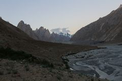 Terrain de traînée du trekking K2, chaîne de Karakoram, Pakistan, Asie photographie stock
