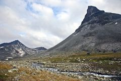 Terrain montagneux en Norvège Stationnement national de Jotunheimen images stock