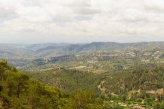 Terrain montagneux et accidenté sur l'île de la Chypre photos libres de droits