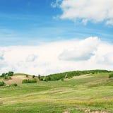 Terrain montagneux et ciel photographie stock