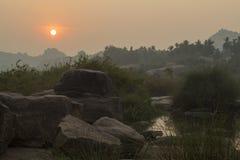 Terrain rocheux à l'aube image libre de droits