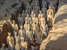 Terrakottaarmékrigarna på gravvalvet av China's den första kejsaren i Xian Lokal för Unesco-världsarv royaltyfri bild