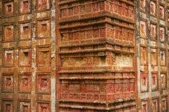 Terrakottafliesen an Tempel Pancharatna Govinda in Puthia, Bangladesch Lizenzfreies Stockfoto