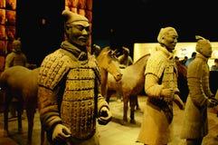 Terrakottakrieger und -pferde Stockbild