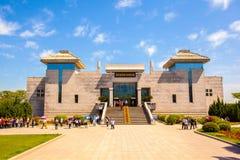 Terrakottakrieger und -pferdeemper Qins museum Stockbilder