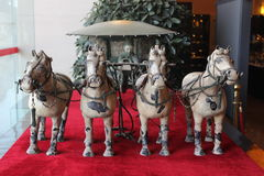 Terrakottakrigare och hästar Arkivfoto