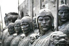 Terrakottan skulpterar att visa arméerna av Qin Shi Huang, den första kejsaren av Kina royaltyfria foton
