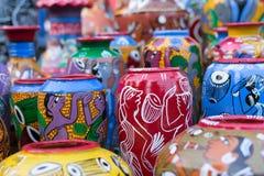 Terrakottatöpfe, indische Handwerkkünste angemessen bei Kolkata stockbilder
