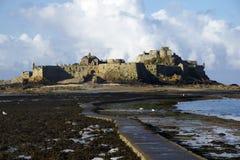 Terraplén al castillo de Elizabeth, Jersey Fotos de archivo