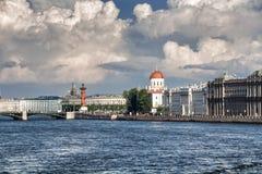 Terraplén de Makarov en St Petersburg en un día de verano Imagenes de archivo