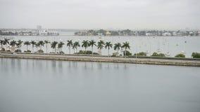 Terraplén de Miami Beach con tráfico almacen de metraje de vídeo