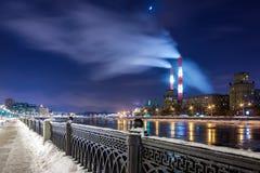 Terraplén de Savvinskaya en Moscú imagenes de archivo