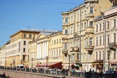 Terraplén del canal de río en St Petersburg Imagen de archivo libre de regalías
