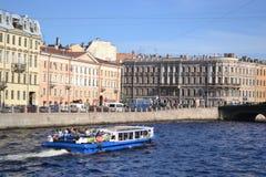 Terraplén del canal de río en St Petersburg Fotografía de archivo libre de regalías