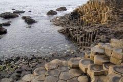 Terraplén del gigante de Irlanda del Norte Imagenes de archivo
