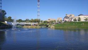 Terraplén del río de Klyazma en la ciudad de Shchelkovo, región de Moscú imagenes de archivo