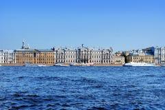 Terraplén del río de Neva en el St Petersburg Fotografía de archivo