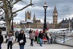 Terraplén del Támesis de Londres Fotos de archivo libres de regalías