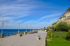 Terraplén en el puerto deportivo de Deiva, Liguria, Italia Fotos de archivo libres de regalías
