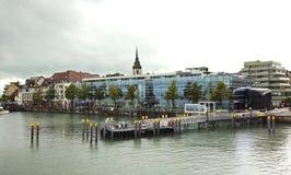 Terraplén en la ciudad de Friedrichshafen alemania Fotografía de archivo